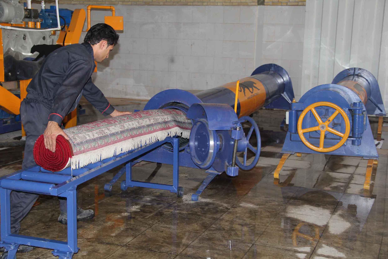 آبگیری فرش با دستگاه در قالیشویی چهلستون
